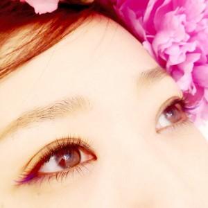 全体的に瞳をキレイに魅せるブラウンのエクステを使用